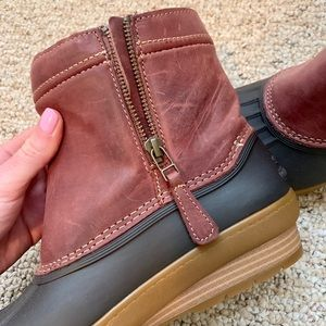 New! Sperry boots, size 7